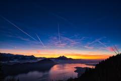 Diesen fantastische Aussicht zum Sonnenuntergang findet man am Rigi Felsentor. Von dort aus geniesst man die Aussicht über den Vierwaldstättersee, den markanten Pilatus und die vielen anderen Bergen. (Bild: Marco Schäfer, Rigi, 13. Februar 2019)