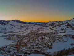 Wunderbarer Sonnenuntergang nach einem Traumtag in Nesslau. (Bild: Renato Maciariello)
