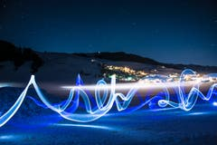 Lichtexperiment mit Langzeitbelichtung bei Gonten. (Bild: Hans-Jörg Nüesch)