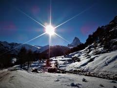 Wenn das gestern kein herrlicher «Bilderbuch-Geburtstags-Tag» war; Ja, wenn Engel reisen lacht der Himmel ! Aufgenommen in Zermatt. (Bild: Margrith Imhof-Röthlin, Zermatt, 19. Februar 2019)