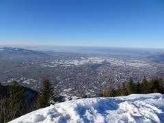 Aussicht von der Staufenspitze (1'465 Meter) auf das untere Rheintal mit Bodensee. (Bild: Toni Weder)
