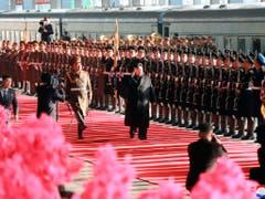 Kim Jong Un (Mitte) am Samstag vor der Abreise aus Pjöngjang zum zweiten Gipfeltreffen mit US-Präsident Donald Trump. (Bild: KEYSTONE/AP KCNA via KNS)