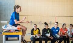 Fragerunde mit den Profispielerinnen des FC Zürich. (Bild: Reto Martin)