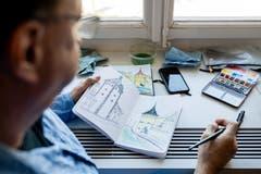 Der Architekt Eric Elzinga (55) studiert das Reussufer draussen vor dem Museum.