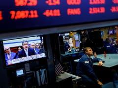 Auch an der New Yorker Börse wird die Anhörung von Michael Cohen mit Interesse verfolgt. (Bild: KEYSTONE/EPA/JUSTIN LANE)