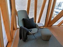 In den Gästezimmern gibt es nur wenig Ausblick nach draussen. Die Fassade besteht aus einer milchig durchscheinenden Membran, die Helligkeit, aber auch Schutz vor zu schnellem Aufheizen verspricht. (Bild: KEYSTONE/WALTER BIERI)