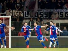 Valentin Stocker bejubelt den ersten seiner beiden Treffer in der Verlängerung (Bild: KEYSTONE/JEAN-CHRISTOPHE BOTT)