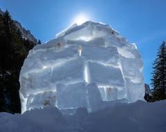 Ein Iglu bei Töbelihütten. Ob in dem Eishotel auch übernachtet wurde? (Bild: Franz Häusler)