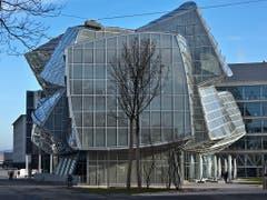 Auch in der Schweiz hat Frank Gehry seine Spuren hinterlassen: das Verwaltungsgebäude auf dem Novartis-Campus. (KEYSTONE/Gaetan Bally) (Bild: KEYSTONE/GAETAN BALLY)