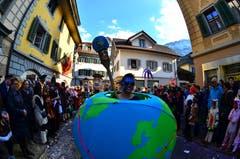 Die Dossäbängälär aus Kägiswil mit ihrem Motto Weltenbummler. (Bild: Markus von Rotz, 28. Februar 2019)