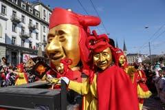 Jubiläumsparade 200 Jahre MLG mit den Chappelgnome Lozärn, Nostradamus Lozärn und der Maskenliebhaber-Gesellschaft der Stadt Luzern (MLG).