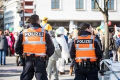 Polizeipräsenz am Fritschiumzug. (Bild: Manuela Jans-Koch)