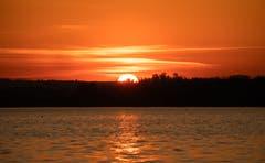 Der Sonnenuntergang am Zugersee. (Bild: Daniel Hegglin, Zug, 27. Februar 2019)