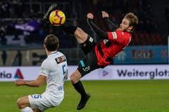 Akrobatisch: Der Krienser Nico Siegrist. (Bild: Andy Müller/freshfocus (Zürich, 28. Februar 2019))