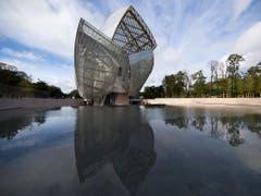 Eine der charakteristischen Bauten von Architekt Frank Gehry: die Louis Vuitton Foundation in Paris. (EPA/IAN LANGSDON) (Bild: KEYSTONE/EPA/IAN LANGSDON)