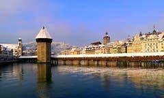 Die Leuchtenstadt im Wintergewand. (Bild: Walter Buholzer, Luzern, 4. Februar 2019)