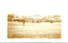 1914 gab es eine Seegfrörni des Sempachersees. Die Aufnahme zeigt ein veritables Eisfest mit viel Volk. (Bild: Stadtarchiv Sempach)
