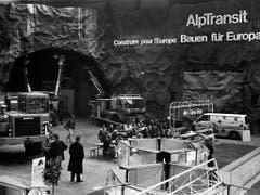 Unter dem Titel «Bauen für Europa» stellen 1993 die SBB das Projekt Alptransit in einer ganzen Halle Schweizer Mustermesse in Basel vor. (Bild: KEYSTONE/MICHAEL KUPFERSCHMIDT)