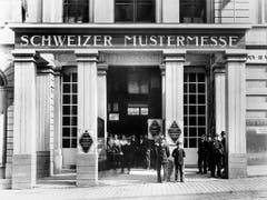 Die erste Schweizer Mustermesse findet 1917 unter anderem im Basler Stadtcasino statt. (Bild: KEYSTONE/STR)