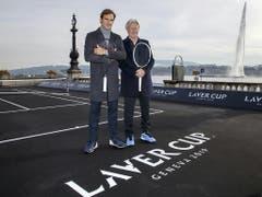 Roger Federer und Björn Borg (Captain Team Europa) lancieren in Genf die dritte Ausgabe des Laver Cups, die im September stattfindet (Bild: Keystone/SALVATORE DI NOLFI)