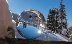 Winter in der Glaskugel. (Leserbild: Daniel Hegglin, Zugerberg, 5. Februar 2019)