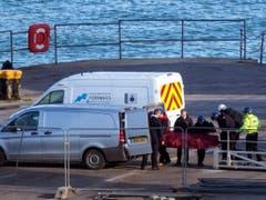 Aus dem Flugzeugwrack waren die sterblichen Überreste des Fussballers Emiliano Sala geborgen worden. (Bild: KEYSTONE/AP PA/STEVE PARSONS)