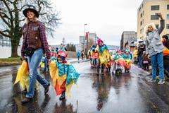 FDiese Kinder haben sich für ein besonders buntes Outfit entschieden. (Bild: Patrick Hürlimann, Steinhausen, 1. März 2019)