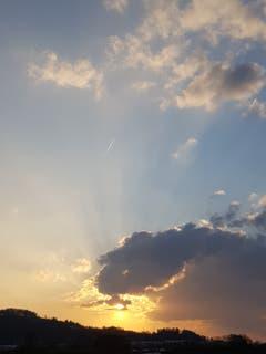 Wolkenspiel mit der Sonne im Gründenmoos. (Bild: Reto Schlegel)