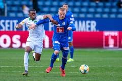 Marvin Schulz behauptet den Ball gegen St. Gallens Dereck Kutesa. (Bild: Martin Meienberger/freshfocus, Luzern, 10. März 2019)