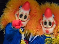 Keine Basler Fasnacht ohne «Waggis», eine der traditionellen Leitfiguren mit grosser Nase, üppiger Mähne, weissem Kragen und blauem Hemd. (Bild: KEYSTONE/EPA KEYSTONE/GEORGIOS KEFALAS)