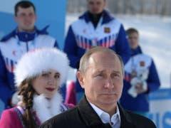 Auch der russische Präsident Wladimir Putin liess es sich nicht nehmen, an der Universiade mitzufeiern (Bild: KEYSTONE/EPA SPUTNIK POOL/ALEXEI DRUZHININ / SPUTNIK / KREMLIN P)
