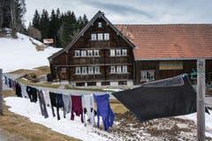 Windgetrocknete Wäsche in Oberegg. (Bild: Hans-Jörg Nüesch)