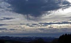 Wolkenbildung über dem Tannenberg. (Bild: Walter Schmidt)