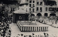 Friedrich Knie 1909 in Thun auf dem Tanzseil. (Bild: PD/Archiv Circus Knie)