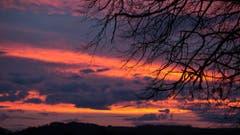 Pünktlich zum Feierabend ein fantastischer Sonnenuntergang. (Bild: Priska Ziswiler-Heller, Ettiswil, 12. März 2019)