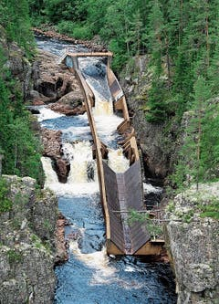 Wasserfall Storstupet mit Flösserrinne.