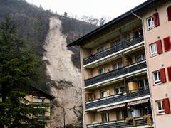 Am 22. Januar kam es in Ollon VD zu einem Erdrutsch ganz in der Nähe von Wohnhäusern. (Bild: KEYSTONE/JEAN-CHRISTOPHE BOTT)