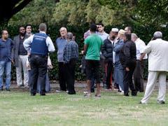 Die Täter eröffneten das Feuer in den Moscheen, als dort hunderte Menschen zum Freitagsgebet zusammenkamen. (Bild: KEYSTONE/AP/MARK BAKER)