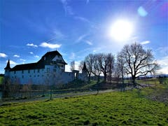 Strahlender Sonnenschein beim Wasserschloss Wyher. (Bild: Urs Gutfleisch, Ettiswil, 16.3.19)