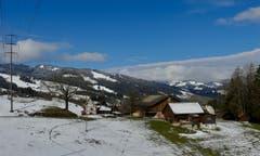 Der Winter ist noch nicht vorbei - spezielle Wolkenstimmung bei Brandholz, Ebnat-Kappel. (Bild: Martin Giger)