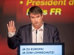 Rahmenabkommen Ja, aber es dürfe das Lohnniveau in der Schweiz nicht gefährden, sagte SP-Präsident Christian Levrat am Samstag vor den Delegierten in Goldau. (Bild: KEYSTONE/URS FLUEELER)