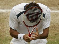 3. Juli 2005: Bis zum 30. Titel - gegen Andy Roddick in Wimbledon - dauert es weniger als ein Jahr (Bild: KEYSTONE/AP POOL, REUTERS/KEVIN LAMARQUE)
