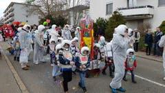 Der Bröggler Fasnachtsumzug: Eine Gruppe Astronauten des Kindergartens Boppartshofweg... (Bilder: David Gadze - 2. März 2019)