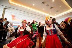 Her mit den Tanzpartnern! Rund 400 Personen feierten im Casino Luzern die Seniorenfasnacht. (Bild: Jakob Ineichen, Luzern, 2. März 2019)
