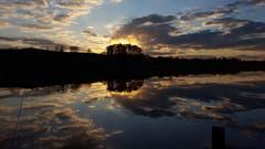 Wunderbare Abendstimmung-Spiegelung im Hasensee bei Buch TG. (Bild: Stephan Lendi)