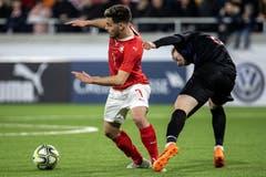 Der Schweizer Bastien Toma (links) wird vom Kroaten Dino Halilovic zurückgehalten. (Bild: Alexandra Wey / Keystone, Kriens, 22. März 2019)