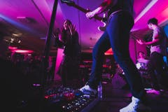 Eindrücke vom 14. Tonart Festival 2019: Caroline Chevin mit der Tonart-Hausband Take This. (Bild: Valentin Luthiger, 23. März 2019)
