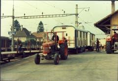 Der Knie-Extrazug im Jahre 1970 am Bahnhof Murten. (Bild: Zirkus Knie)