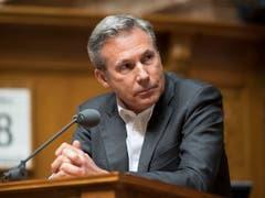Adrian Amstutz (SVP/BE) will im Herbst nicht zur Wiederwahl antreten. Mit ihm räumen noch weitere SVP-Nationalratsmitglieder die Pulte. (Bild: KEYSTONE/ANTHONY ANEX)