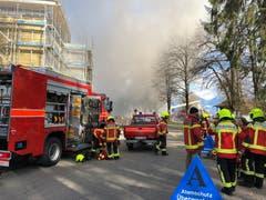Beim Brand standen insgesamt 88 Feuerwehrleute im Einsatz. (Bilder: Kapo SG)